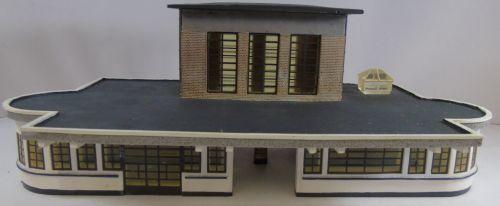 Bachmann 44-066 Art Deco Station Building