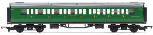 Hornby R4743 SR Composite Coach New